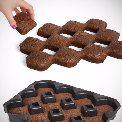 All Crispy Corners Brownie Pan - No more fighting over who gets the crispy edge pieces with this all crispy corners brownie pan