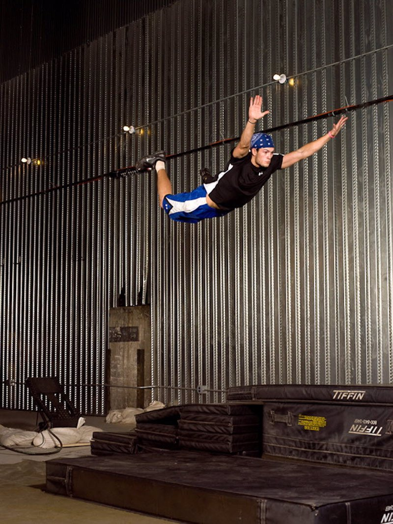 Hollywood Stunts Workshops in NYC - Learn Hollywood stunt skills like high falls, fighting skills and wire work on single workshops or intensive multiday courses