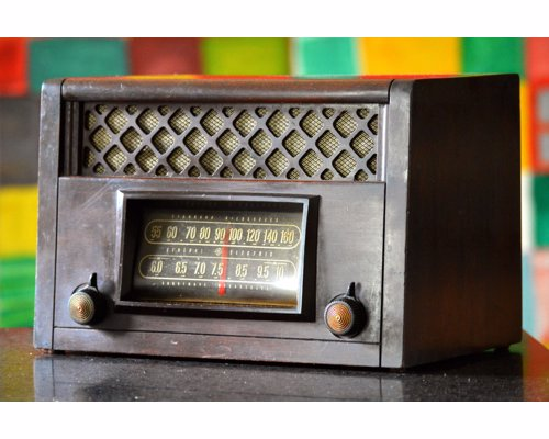 Upcycled Vintage Radios With Bluetooth