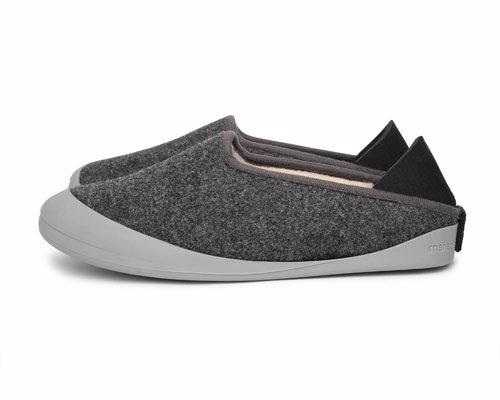 Deluxe slippers with detachable outdoor soles