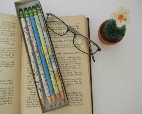 Vintage atlas hand wrapped pencils - A set of 5 pencils hand-wrapped with vintage maps for the travel geek