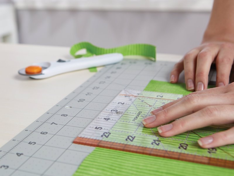 Fiskars Rotary Cutting Set - A quicker, easier and more accurate way to cut fabric and paper